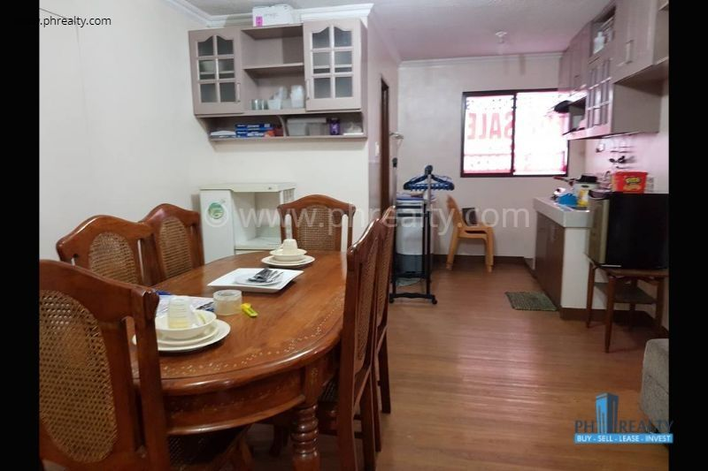 Dining Area & Kitchen
