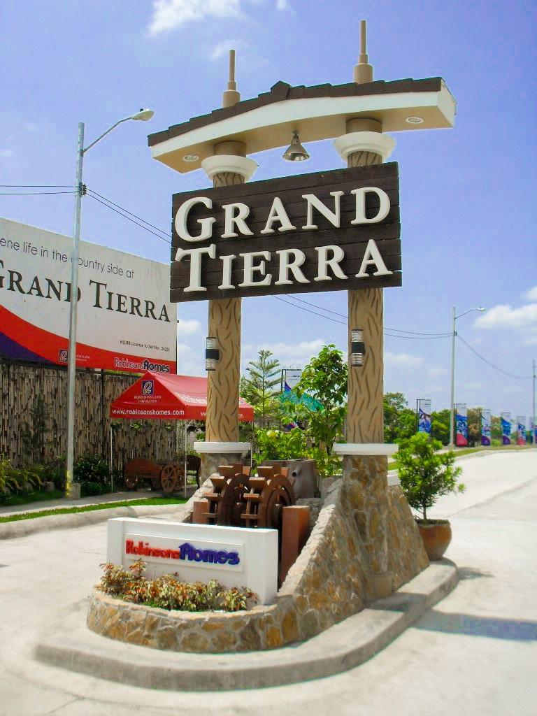 Grand Tierra Entry Marker