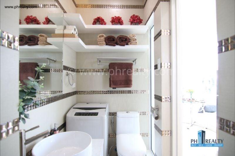 1 BR - Bathroom