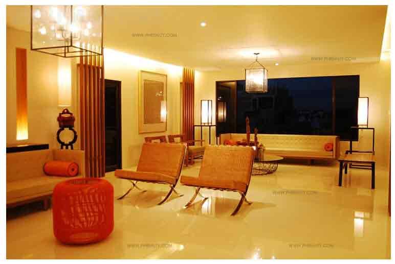 Lobby Lounge Area