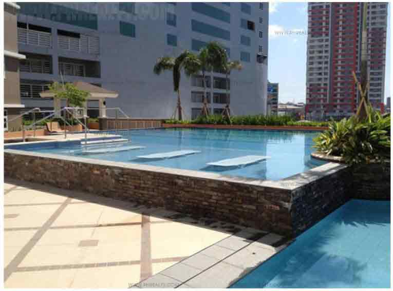 Gateway Regency Swimming Pool